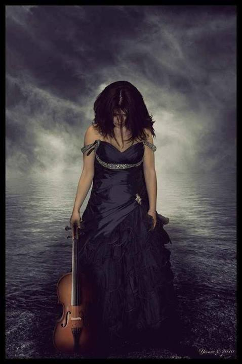 jessica lynn hepner,dark,violin,sad,girl,alone,cry,hurt,sadness