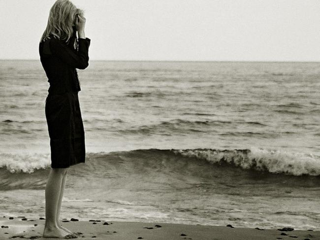 loneliness,solitude,dim,depressed,girl,sea